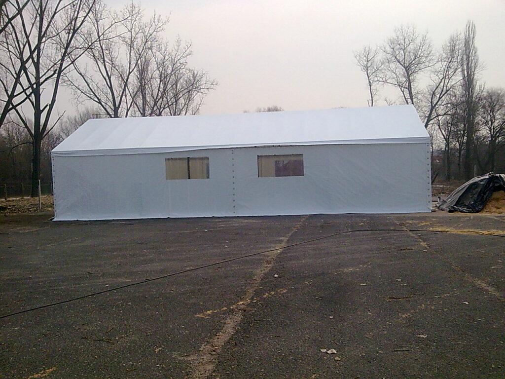 fehér színű sátor